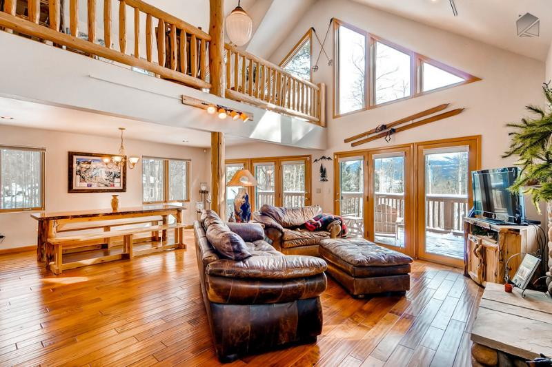 There's enough space for everyone in the family to relax together. - Beautiful 4BR Home on Peak 7, includes 2 gondola parking passes - Columbine Rock Lodge - Breckenridge - rentals