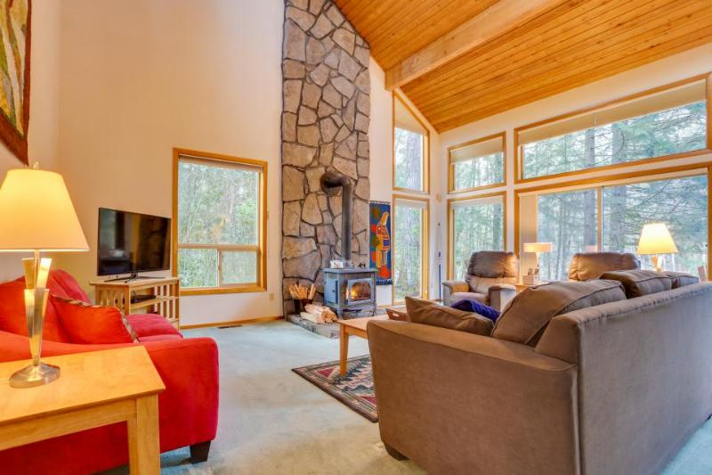 Riverfront home with private hot tub, pool table & 2 decks! - Image 1 - Welches - rentals