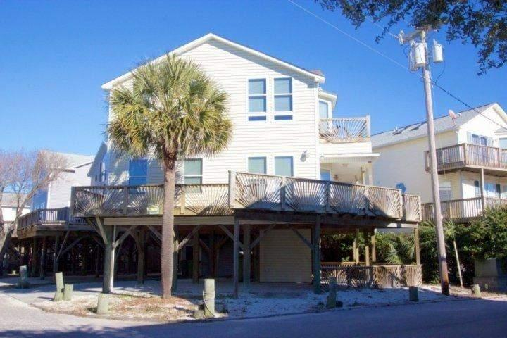 Large house with wraparound balcony in Ocean Lakes. - Ocean Lakes Castle by the Sand, Three Bedroom House by the Beach - Myrtle Beach - rentals