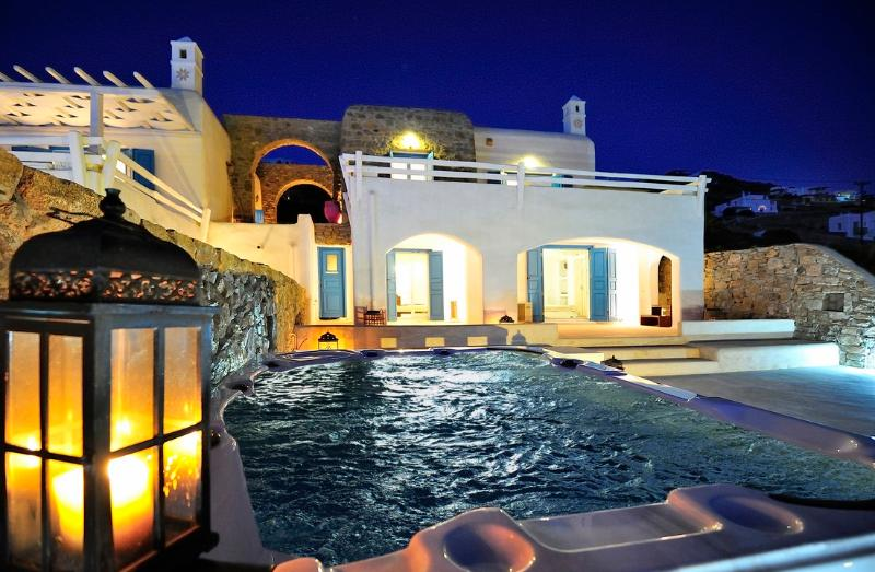Outdoor private jacuzzi - Blue Villas | Delos View Summer House II - Mykonos Town - rentals
