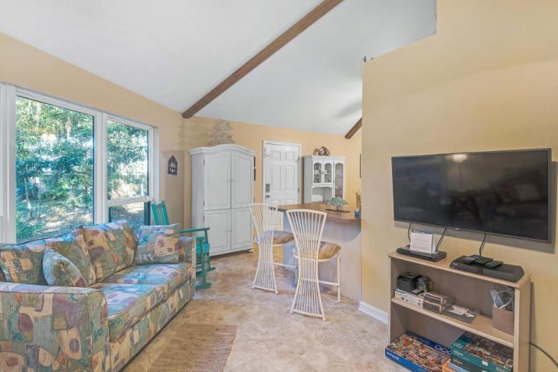 Charming, dog-friendly retreat right on the water with shared dock - Image 1 - Santa Rosa Beach - rentals