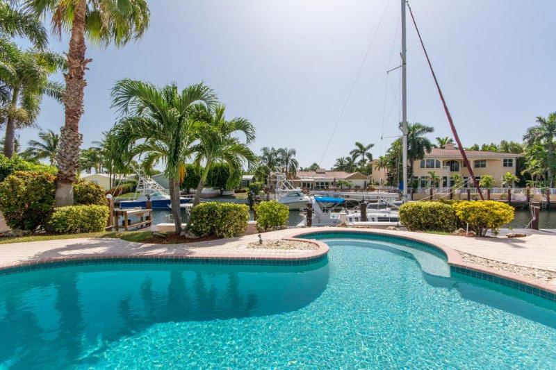 Pool overlooking the water.  Perfect place to sit in the pool & get some sun! - Bella Vacanza - Lighthouse Point - rentals