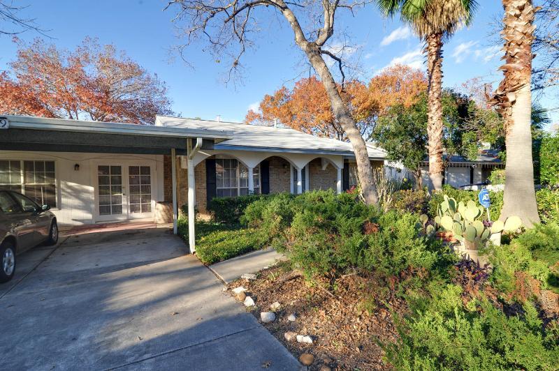 Front entrance with carport of property - My Place in San Antonio - San Antonio - rentals