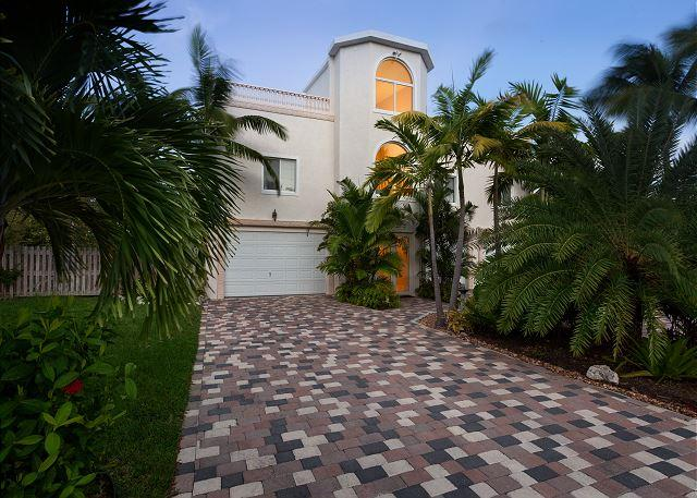 Lovely home on beautiful Coco Plum Beach with 100' of deep water dockage! - Image 1 - Marathon - rentals