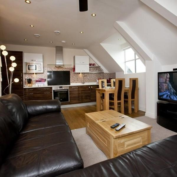 Large open-plan living area combines kitchen, dining and lounge - Luxury Apartment in the heart of historic York - York - rentals