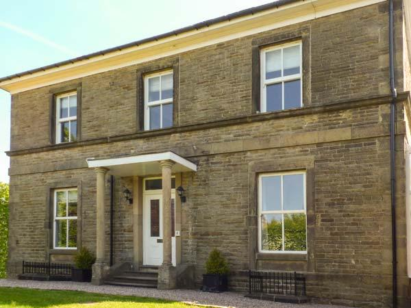 STONERIDGE, all bedrooms with en-suite shower and TV, WiFi, garden, pet-friendly, in Buxton, Ref 923876 - Image 1 - Buxton - rentals