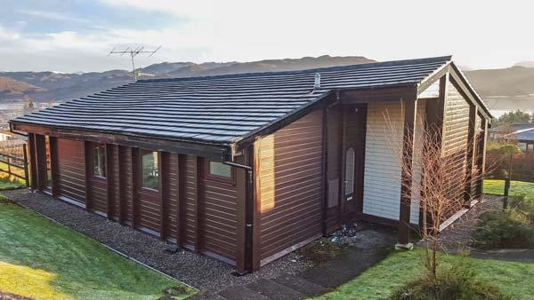ROISIN DHU, great views, easy access to Skye, Lochcarron, Ref 932285 - Image 1 - Lochcarron - rentals
