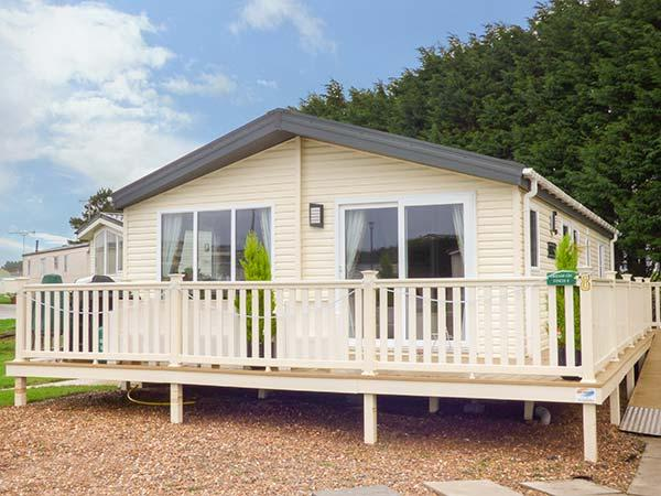 DREAM ON modern lodge, en-suite, on-site facilities including children's pool, WiFi, in Filey Ref 932179 - Image 1 - Filey - rentals