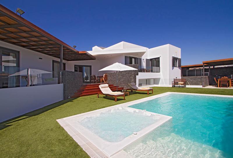 Villa LVC196805 - Image 1 - Puerto Calero - rentals