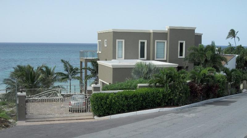 Luxury Home Beachfront with Pool - Image 1 - Nassau - rentals