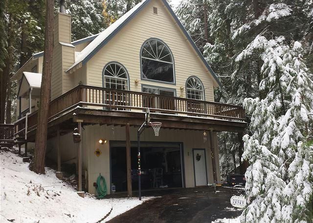 Exterior - Winter - Luxury mountain home- gourmet kitchen, deck, fireplace, sledding hill - Sierra Village - rentals
