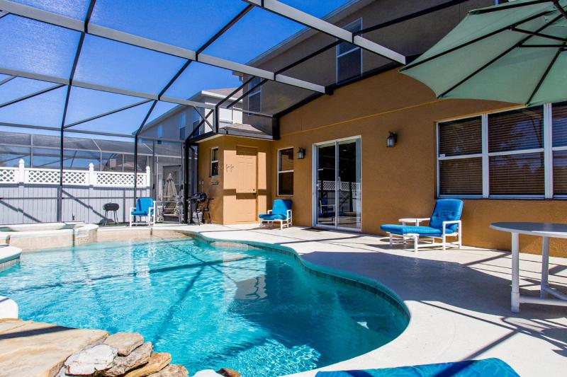 The Pool - Disney or Golf ?   Luxury 5 bed 4.5 bath villa - Davenport - rentals