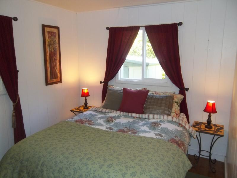 Master Bedroom with comfortable queen size mattress. - Kilauea Rainforest Cottage - Charming Rental - Volcano - rentals