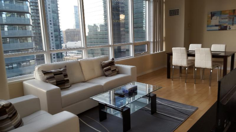 2 Bedroom Downtown next to Union & Harbour - Image 1 - Toronto - rentals