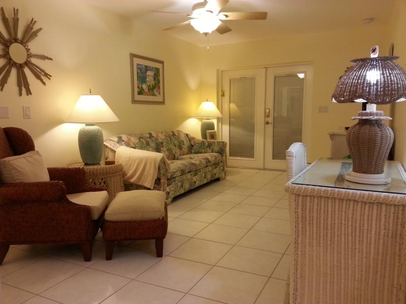 living area - Walk to Nokomis Beach - Nokomis - rentals