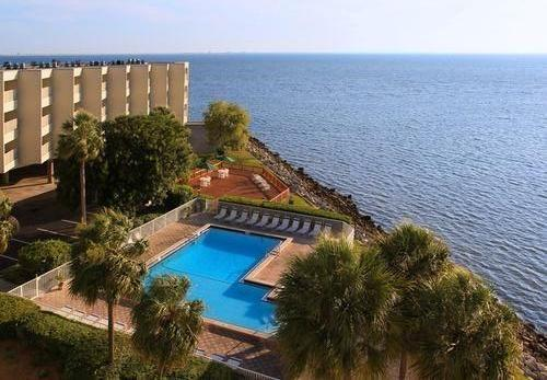 heated swimming pool - On waters of Tampa Bay 3 mi from Tampa Int Airport - Tampa - rentals