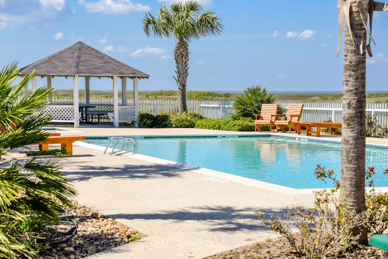 Private Community Pool - La Belle Sea Beach Cottage Newly Remodeled - Galveston - rentals