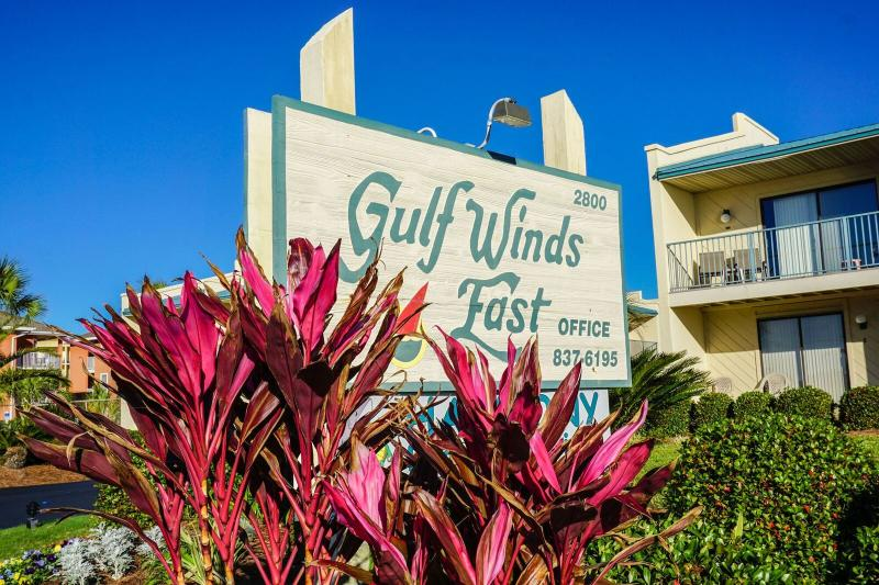 Gulf WInds Is Right Across the Street with a Private Beach Access.  - Gulf Winds #9  * Book 7 nights Sat to Sat between March 1 - 31 for $1050 TOTAL - Destin - rentals