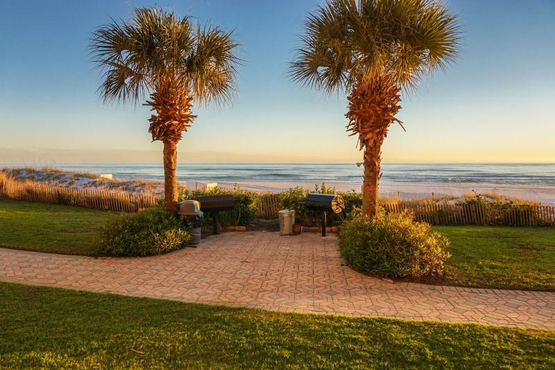 Windancer Is a Gulf Front Property, As Soon As You Walk Out The Back Door The Gulf Is At Your Feet. - Windancer #108 **GULF FRONT**FRESH NEW PAINT JOB IN CONDO AND GRANITE COUNTERTOPS IN KITCHEN** STEPS TO POOL, GRILLING AREA AND SAND** - Destin - rentals