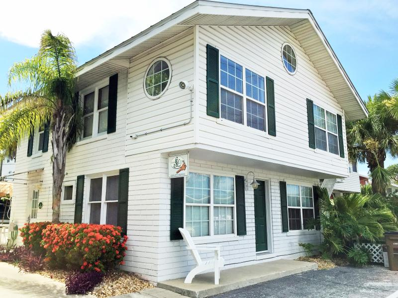 The two story Beach Lodge - 2 story Beach Lodge +taxs/fees - Indian Rocks Beach - rentals
