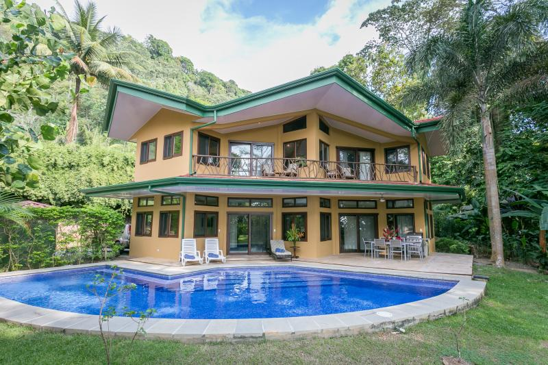 Beachfront Home with Gorgeous Pool near Dominical - Image 1 - Dominical - rentals