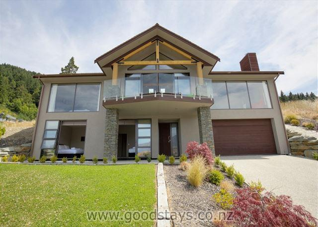 Alpine luxe: spacious, contemporary home with views + brand new amenities - Image 1 - Queenstown - rentals