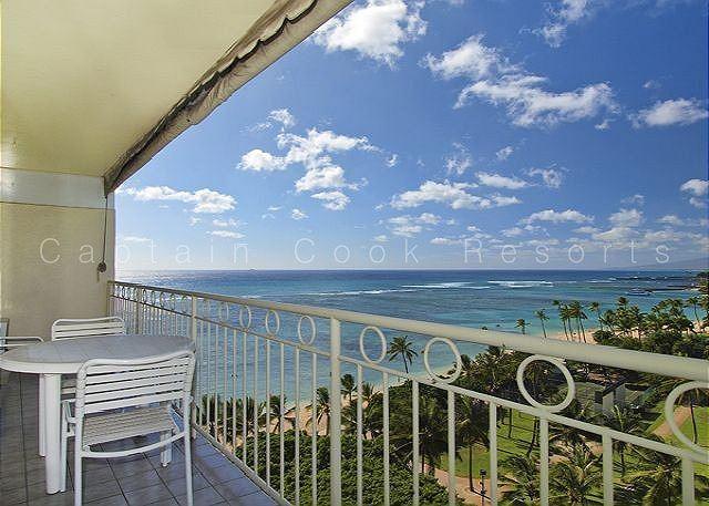 Beachfront 1-bedroom, full kitchen, washer/dryer, A/C, WiFi, sleeps 4! - Image 1 - Waikiki - rentals