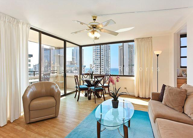 OCEAN VIEW with full kitchen, A/C, washer/dryer, WiFi, pool & parking! - Image 1 - Waikiki - rentals
