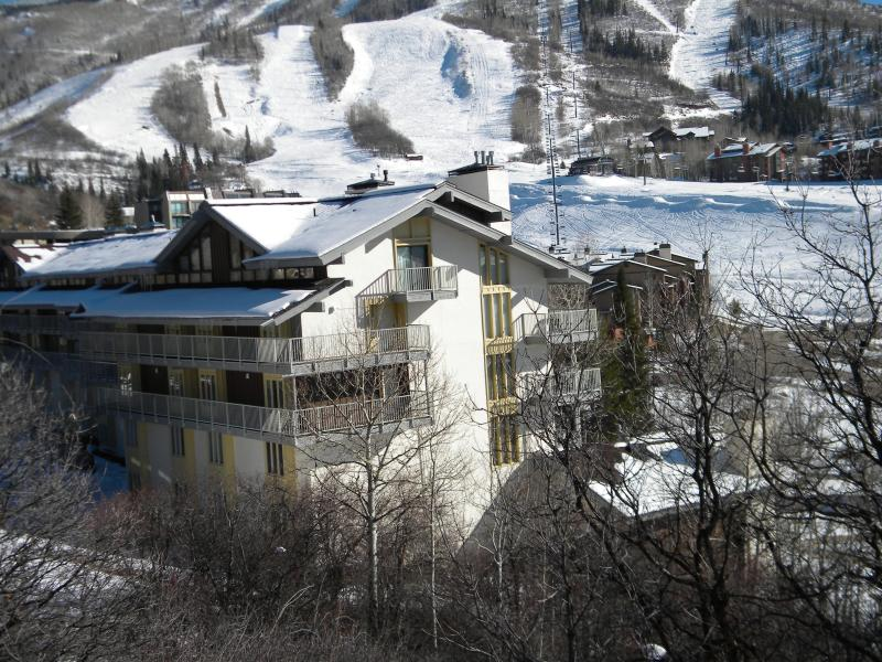 BLOCK FROM SLOPE/VILLAGE 2 nd floor can walk down to slopes/village NO SHUTTLES - REAl Deal walk /ski to slope - Steamboat Springs - rentals