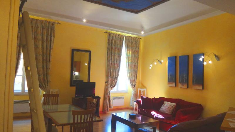 Living room - Old Town Nice - Rue du Malonat - 2 bdrms, sleeps 5 - Nice - rentals