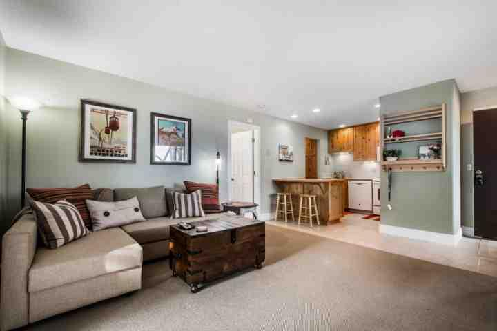 This spacious and centrally located Red Pine Condo is situated at Canyons at Park City and has 1 large bedroom and 1 full renovated bathroom. - Red Pine 1 Bedroom Eclipse - Park City - rentals