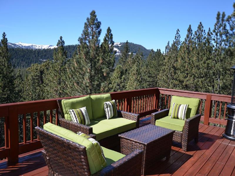Sleeps 13. Hot tub, Games Room with pool table - Image 1 - Truckee - rentals