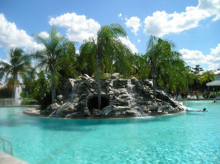 Island floats in the pool - Falling Waters - ISLAND & WATER VIEWS Naples, FL - Naples - rentals