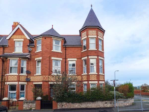 SUNNY TOWERS, Victorian corner townhouse, open fire, WiFi, close to beach, in Colwyn Bay, Ref 918249 - Image 1 - Colwyn Bay - rentals
