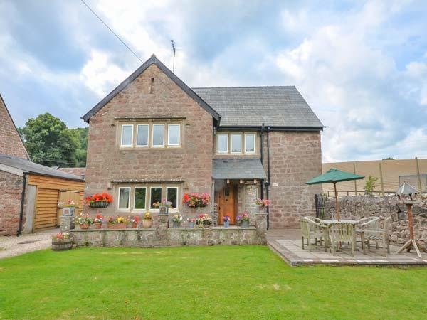 THE OLD FARMHOUSE, hot tub and sauna, en-suite, pet-friendly, enclosed lawned garden, Ross-on-Wye, Ref 920438 - Image 1 - Ross-on-Wye - rentals