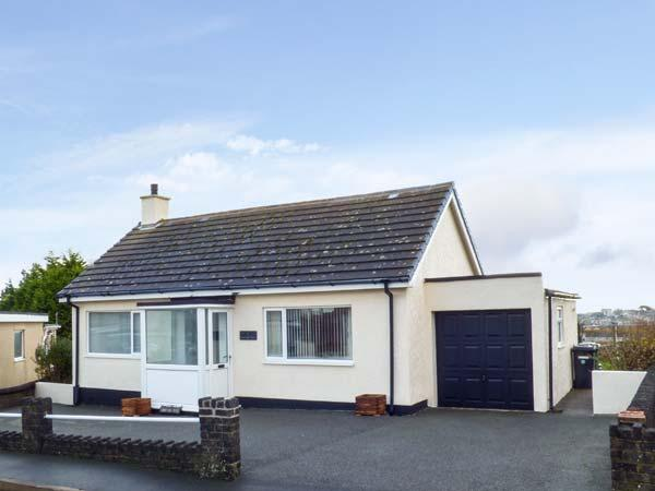 CRUD YR AWEL all ground floor, close to coast, family and dog friendly in Amlwch, Ref 926118 - Image 1 - Amlwch - rentals