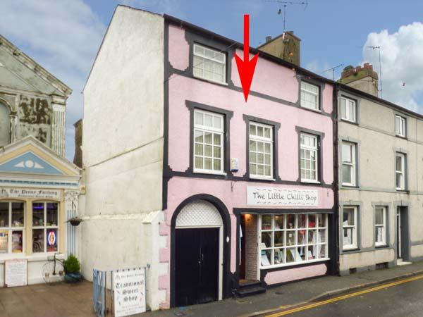 HAFAN FACH, duplex apartment, WiFi, shops and pubs on doorstep, in Beaumaris, Ref 926584 - Image 1 - Beaumaris - rentals