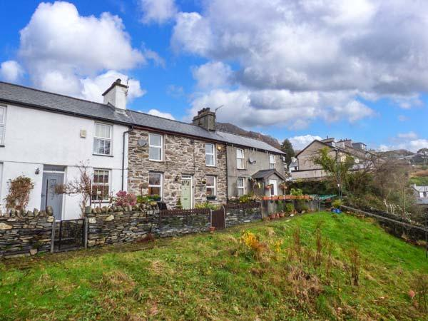 Y DDRAIG DEG, double-fronted cottage, multi-fuel stove, WiFi, off road parking, countryside views, in Tanygrisiau, Ref 927762 - Image 1 - Tanygrisiau - rentals