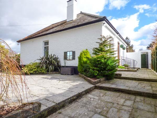 CHY LOWEN, pet-friendly bungalow, enclosed patio, shop and pub within walking - Image 1 - Camborne - rentals