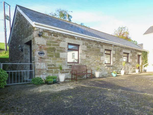 STABLE COTTAGE, close to beaches, off road parking, single-storey accommodation, Newquay, Ref 931711 - Image 1 - Newquay - rentals