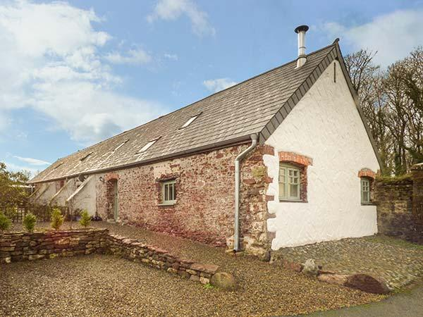 WAGTAIL COTTAGE, barn conversion, country location, underfloor heating, doorstep walks, Pembroke, Ref 931877 - Image 1 - Pembroke - rentals