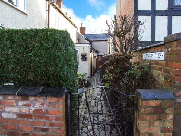 PRIMROSE COTTAGE, 200 year old character cottage, open fire, in Brinklow, Rugby, Ref 932081 - Image 1 - Rugby - rentals