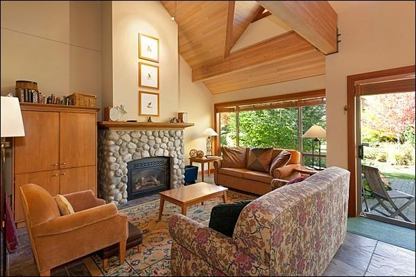 Stunning Living Room with Gas Fireplace - Exquisite Scenic Views - Private Balcony and Patio (4001) - Whistler - rentals