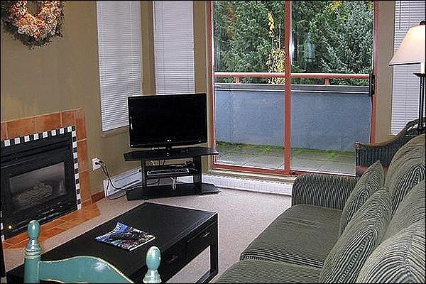 Living Area with Gas Fireplace and Flat Screen TV - Shared Outdoor Hot Tub and Pool - Underground Parking (4003) - Whistler - rentals