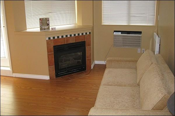 Living Area with Gas Fireplace - Shared Outdoor Pool and Hot Tub - Gas Fireplace (4006) - Whistler - rentals