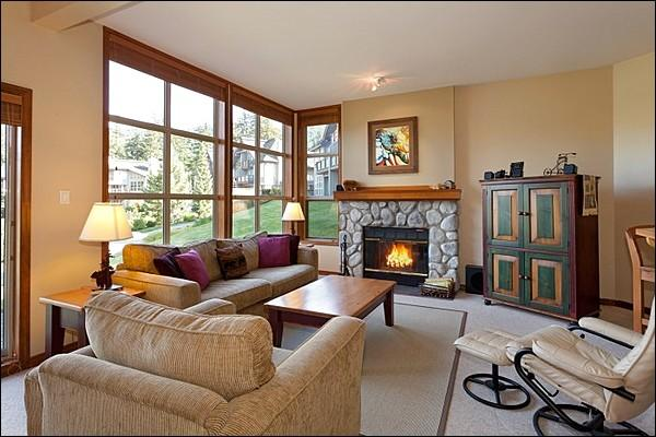 Spacious Living Area with Stone Fireplace - Amazing Golf Course Views - Beautiful Furnishings and Large Picturesque Windows (4011) - Whistler - rentals