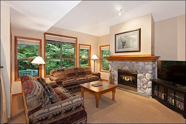 Stunning Living Area with Stone Fireplace - Private Outdoor Hot Tub - Gas Fireplace (4009) - Whistler - rentals