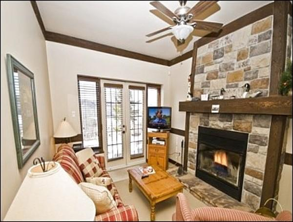 Unwind next to the Lovely Stone Fireplace in the Living Room - Perfect for Ski Enthusiasts  - 20 Minute Walk from Village (6022) - Mont Tremblant - rentals