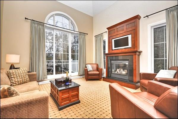 Stunning Living Room has a Cozy Gas Fireplace and Flat Screen TV - Views of Courtyard, Pools & Lake - Walk to Free Shuttle or the Village (6029) - Mont Tremblant - rentals