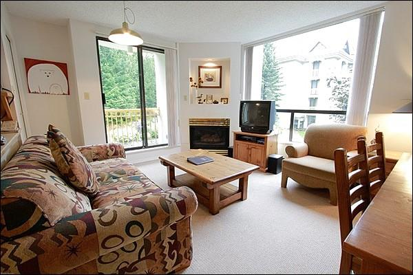 Inviting Living Area with a Gas Fireplace and TV - Shared Pool and Hot Tub - Gas Fireplace (4042) - Whistler - rentals